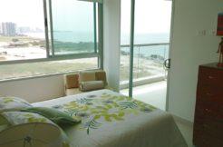 Cómodo apartamento 2 habitaciones y 2 baños, con excelente vista al mar y la sierra