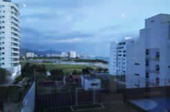 Apartamento de 2 hab. 2 baños en Edificio Oceania, con playa interna y salida directa al mar.
